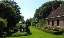 Fiets langs prachtige wierdedorpen in Groningen