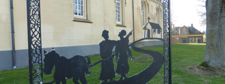 Liudger deed Bernlef zien. Kunstwerk Jaap van Meeuwen bij de kerk in Usquert
